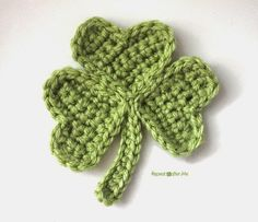 Repeat Crafter Me: Crochet Shamrock