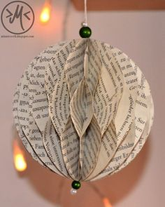 Make Christmas balls out of newspaper - bricolage noel - [post_tags Diy Crafts To Do, Book Crafts, Decor Crafts, Paper Crafts, Christmas Origami, Christmas Crafts, Christmas Decorations, Christmas Ornaments, Christmas Balls