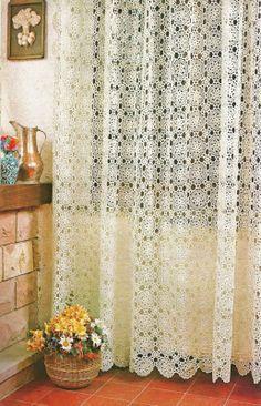 tejidos artesanales: cortina con motivos de flores tejida en crochet