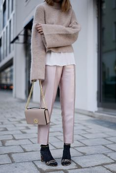 More on www.offwhiteswan.com Beige, Bright Look, Metallic Trend Pants by Zara, Camelia Roma Bag, Heels and Socks, H&M Flared Knit, Plissee Layering Shirt, Rose, Streetstyle, Fashion #offwhiteswan #swantjesoemmer