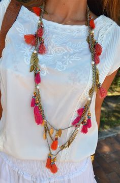 Make a tassel necklace Tassel Jewelry, Textile Jewelry, Bohemian Jewelry, Tassel Necklace, Jewelery, Necklaces, Looks Hippie, Jewelry Crafts, Handmade Jewelry