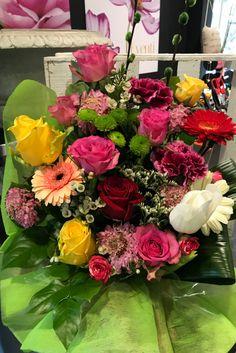 Composizione primaverile con rose e gerbere! #bouquet #floreale #Fiorito