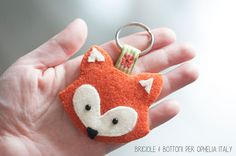 http://www.opheliaitaly.com/it/blog/volpe-portachiavi-feltro-free-pattern-cartamodello-fox-feltro-colorato-2mm-idee-creative-regalo-n125