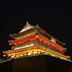 Instagram【strangefishtango】さんの写真をピンしています。 《西安城的夜 #China #XiAn #architecture #ancient #city #wall #rampart #night #light #西安 #夜景》