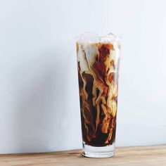 From better ice cubes to DIY flavored syrup, here are 10 simple, awesome ways to make cold brew iced coffee even better. Brunch Drinks, Coffee Cocktails, Morning Drinks, Coffee Drawing, Coffee Painting, Cold Brew Iced Coffee, Coffee Coffee, Drink Coffee, Coffee Time