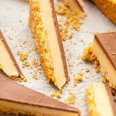 A creamy malted milk fudge filling on a biscuit base and covered in chocolate. This is like Matesers in fudge form. Chocolate Caramel Slice, Salted Caramel Fudge, Chocolate Malt, Chocolate Caramels, Creme Caramel, Chocolate Desserts, Fudge Recipes, Baking Recipes, Dessert Recipes