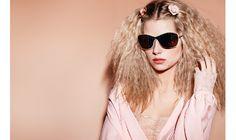 43be8ce22791c7 La nouvelle campagne printemps-été 2017 des lunettes Chanel met en scène la  soeur de