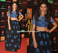 Deepika attended the Star Guild Awards wearing a lace Shehlaa lehenga that was presented on the LFW runway. It almost seems like she's going through alternate highs and lows on the red carpet. While I loved yesterday's look, can't say the same about this one. I don't mind the lace top but am just not a fan of that skirt. Waist up, she looked good. Love those Outhouse earrings but then I've been lusting over all things Outhouse for a while now.