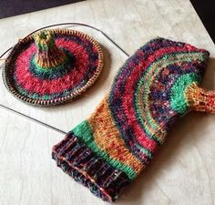 Free knitting patterns - fingerless gloves, scarves, knitting ideas from Knitting and So On Fingerless Mittens, Knit Mittens, Knitting Socks, Knitting Patterns Free, Free Knitting, Crochet Patterns, Free Pattern, Crochet Gloves, Knit Or Crochet
