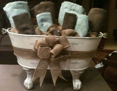 This is a Galvanized bucket, chalk painted with vintage claw feet from and old . - Vintage Home and Decoration - Bathroom Towel Bathroom Towel Decor, Bath Decor, Bathroom Ideas, Burlap Bathroom Decor, Zebra Bathroom, Kmart Bathroom, Paris Bathroom, Bathroom Niche, Decor Room
