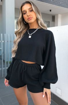 The Walk This Way Cropped Knit Black. Head online and shop this season's latest styles at White Fox. Cute Skirt Outfits, Sporty Outfits, Cute Skirts, Outfits For Teens, Summer Outfits, Stylish Outfits, Mode Rihanna, Look Fashion, Fashion Outfits