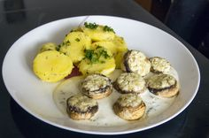 Mushrooms with blue cheese filling and dressing