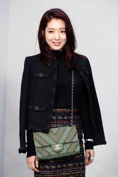 Park Shin Hye - Chanel Fall Fashion Skirts, Autumn Fashion, Park Shin Hye, You're Beautiful, Korean Beauty, Celebrity Style, Celebs, Shoulder Bag, Clothes