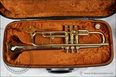 Trompeta Amati Kraslice - Fabricada en Checoslovaquia - Con Funda y Boquilla - 57 x 16 x 25 Cm Caja