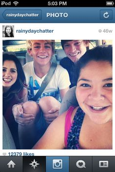 Love that they have a close, great friendship on and off set! <3 Auslly Raura and Austin and Ally are my favs!