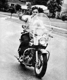 Elvis - Hello I'm comin' thru...