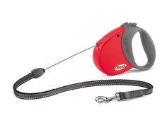 Diese rote #Automatik-Leine mit Soft-Griff von #flexi mit patentierten Flexi-, Brems- und Rückholsystem sorgt für eine schnelle Kontrolle bei Bedarf. Die Hundeleine ist mit einem Beißgurt aus Lederbesatz und einem verchromten Karabinerhaken ausgestattet. Lauf-Leine für #Hunde mit Sicherheitsschlaufe.
