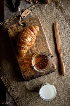 food photography croissants at DuckDuckGo No Cook Meals, Kids Meals, Rustic Food Photography, Bistro Food, Breakfast Desayunos, Dessert, Vintage Recipes, Food Design, Food Preparation