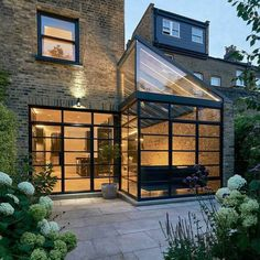 idée agrandissement maison en verre et façade en brique