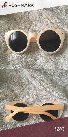 d31bfb7f080 Vintage Cream Cat Eye Sunglasses - Cute cat eye shape - Summery cream color  - A