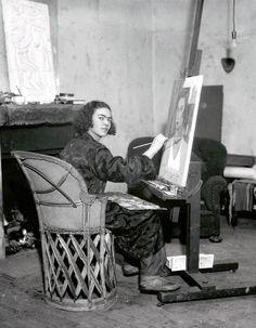 Young Frida Kahlo #modernart #fridakahlo #photography