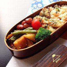 鮭わかめご飯 鶏ささみと椎茸の味噌クリームチーズ焼き ごろごろ和風野菜の白ゴマきんぴら 煮豆 ブロッコリー プチトマト obento お弁当