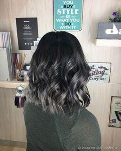 """As mechas em tom acinzentado do """"Charcoal Hair"""" podem ser feitas da metade do comprimento para as pontas (Foto: Instagram @chris.styles.hair)"""