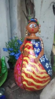 Áfricana hecha de calabaza y porcelana fría pintada con acrílicos