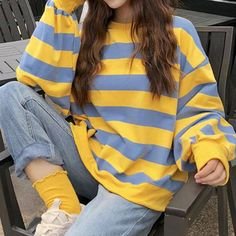 Find space inspired clothes, with space embroidery. Indie Outfits, Korean Outfits, Retro Outfits, Cute Casual Outfits, Vintage Outfits, Fashion Outfits, Artsy Outfits, 30 Outfits, Modest Fashion