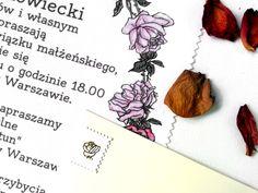 **Pierwsze w Polsce zaproszenia ślubne na bawełnianych chusteczkach!**  Romantyczne zaproszenie, którego jedyną dekoracją jest wianek upleciony z róż. Te piękne kwiaty, kojarzone jako symbol...