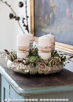 Creative Advent Wreath in a glass bowl - really nice idea for the christmas decor /// Kreativer Adventskranz in einer Glasschale - wirklich schöne Idee für die Weihnachtsdeko