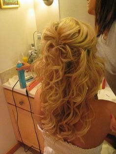 Half up hair. Can I do my hair like this? This is what I want my hair to look like! Wedding Hair And Makeup, Bridal Hair, Hair Wedding, Wedding Stuff, Wedding Pins, Wedding Album, Hair Dos, My Hair, Pretty Hairstyles