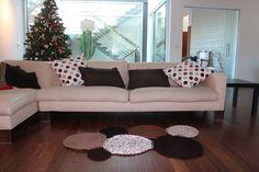 En Hazlo Manualidades no solamente encontrarás bolsos y complementos. También encontrarás las mejores ideas para decorar tu casa con HAZLO INTeriores. Un ejemplo es esta alfombra que os mostramos. ¿A qué es acogedora?