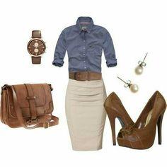 Falda beige con blusa azul