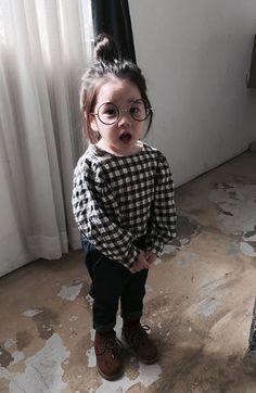Okay she's adorable Style Ulzzang, Mode Ulzzang, Ulzzang Kids, Cute Asian Babies, Asian Kids, Cute Babies, Korean Baby Girl, Korean Babies, Cute Little Baby
