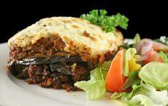 Aprende a preparar lasaña de berenjenas con carne con esta rica y fácil receta. Esta receta de lasaña de berenjena con carne es una variación de la famosa musaka...