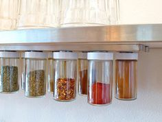Spice storage with magnetic strip