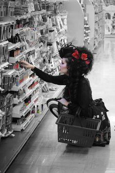 Kassandra Leight wearing lolita at makeup store Steampunk, Dark Beauty, Gothic Beauty, Victorian Gothic, Gothic Lolita, Dark Fashion, Gothic Fashion, Winter Fashion, Rockabilly