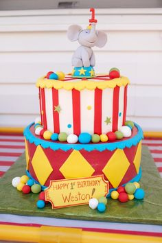 30 Beautiful Picture of Carnival Birthday Cakes Carnival Birthday Cakes, Dumbo Birthday Party, Circus First Birthday, Circus 1st Birthdays, Carnival Cakes, Circus Cakes, Carnival Themed Party, 1st Birthday Cake Smash, Happy Birthday Cakes