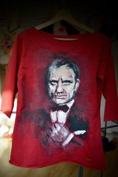 Bond, James Bond bluzka malowana ręcznie  w Letycja odzież ręcznie malowana na DaWanda.com