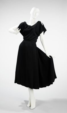 Cristobal Balenciaga. 1953. The Costume Institute. Brooklyn Museum Costume Collection. Metropolitan Museum of Art.