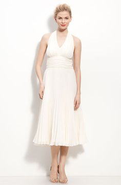 Donna Morgan Pleated Chiffon Halter Dress. Beautiful shape.