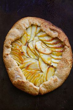 This apple tart recipe makes the best fruit dessert with a rustic look. With buttery, flaky crust and sweet apple filling, this apple tart is a favorite! Baked Apple Dessert, Apple Dessert Recipes, Tart Recipes, Desserts, Fruit Dessert, Rustic Apple Tart, French Apple Tart, Apple Tart Puff Pastry, Mini Apple Tarts