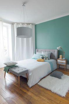 La tête de lit, les coussins et le bout de lit... J'aime tout!!: