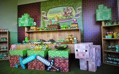 Hoje tem Festa Minecraft, esta decoração foi para comemorar o aniversário de uma menina e um menino.Muitas fofuras por aqui!!Imagens Imagine Scrap.Lindas ideias e muita inspiração.Bjs, Fabíol... Mine Craft Party, Party Favors For Kids Birthday, Minecraft Birthday Party, 6th Birthday Parties, Birthday Candy, 8th Birthday, Minecraft School, Creeper Minecraft, Minecraft Skins