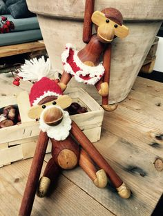 Så er der ikke længe til jul og ih, hvor vi glæder os. Som vi før har skrevet elsker vi traditioner især når det indebærer oppyntning og tilhørende kreative projekter. Det er så hyggeligt og vejret er, netop i denne periode, til hygge og kreative sysler, hvis altså man prioritere det fremfor for julestress og… Christmas Stockings, Christmas Diy, Merry Christmas, Gingerbread Cookies, Knit Crochet, Projects To Try, Crochet Patterns, Teddy Bear, Hygge