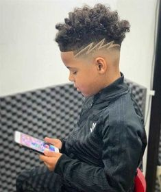 There are something that you might want to consider before selecting the trending boys haircuts, such as the shape of your face and the texture of your hair. Both of these things matter a great deal when you want to kick out these stylish boy haircuts Black Boys Haircuts Kids, Mixed Boys Haircuts, Stylish Boy Haircuts, Boys Haircuts Curly Hair, Black Boy Hairstyles, Boys Haircuts With Designs, Hair Designs For Boys, Boy Braids Hairstyles, Hairdos For Short Hair