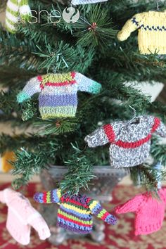 Mini Sweater Ornaments for Christmas I love this idea so much! Knit Christmas Ornaments, Christmas Fun, Christmas Sweaters, Crochet Christmas, Advent, Christmas Knitting Patterns, Ornament Crafts, Yarn Crafts, Holiday Crafts
