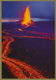 saw it bubbling, but not pouring in 1973 Kilauea Volcano, Hawaii All Nature, Science And Nature, Amazing Nature, Volcan Eruption, Fuerza Natural, Erupting Volcano, Beau Site, Hawaii Volcano, Lava Flow