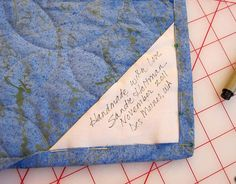Sew Quilt a cool quilt label idea from from sleepy owl studio - I'm the last person who should share about quilt labels. I'm really bad about making them. Terrible, even. I have friends who make amazing labels. Some are handwritten, some machine emb… Quilting Quotes, Quilting Tips, Quilting Tutorials, Hand Quilting, Machine Quilting, Quilting Projects, Quilting Designs, Sewing Projects, Sewing Tips